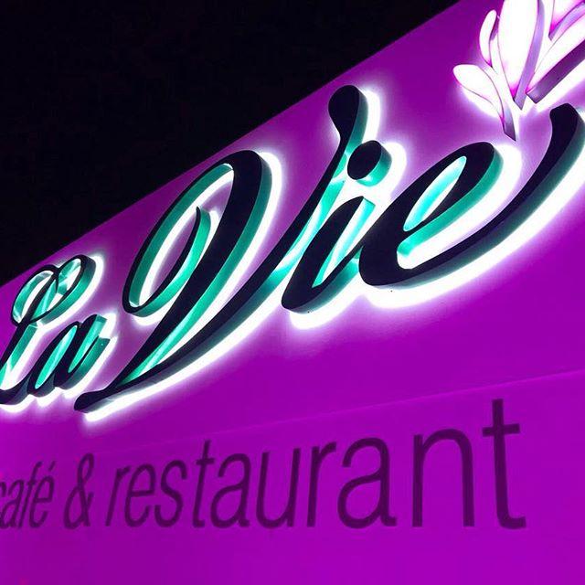 La Vie Café & Rest
